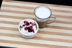 Shavuot传统膳食的乳制品 库存照片