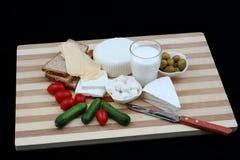 Shavuot传统膳食的乳制品 免版税库存图片