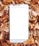 Shawarma, γυροσκόπια, σε απευθείας σύνδεση διαταγή Παραδοσιακά τουρκικά, ελληνικά τρόφιμα κρέατος και ένα κινητό τηλέφωνο στοκ εικόνες με δικαίωμα ελεύθερης χρήσης