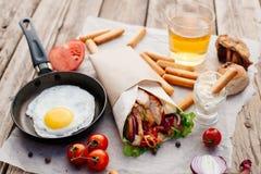 Shawarma на деревянном столе Стоковая Фотография RF