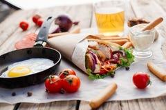 Shawarma на деревянном столе Стоковые Фото
