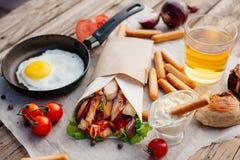 Shawarma на деревянном столе Стоковые Изображения RF