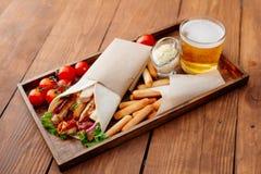 Shawarma на подносе Стоковые Изображения