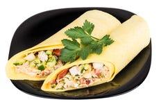 2 Shawarma с цыпленком в черной плите Стоковое Изображение