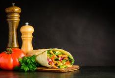 Shawarma con il pomodoro e le spezie Fotografia Stock
