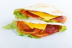 Shawarma delicioso em um fundo branco fotos de stock