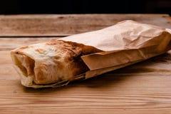 Shawarma kanapki gyro świeża rolka lavash pita kurczaka wołowiny shawarma chlebowy falafel RecipeTin Eatsfilled z piec na grillu  fotografia stock