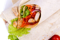 Shawarma med kött som isoleras på en vit bakgrund Arkivbilder