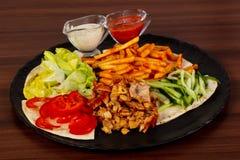 Shawarma na placa imagens de stock