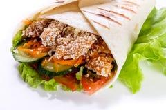 Shawarma no pão do pão árabe fotografia de stock royalty free