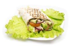 Shawarmas på grönsallat isolerade en vit bakgrund Royaltyfri Fotografi