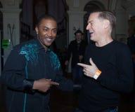 Shawn Mc Quiller (Kool en de Troep) met Bryan Adams bij het Westport-Festival Stock Foto