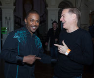 Shawn Mc Quiller (Kool och ligan) med Bryan Adams på den Westport festivalen Arkivfoto