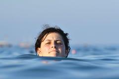 Shead del nadador por encima de la superficie Imágenes de archivo libres de regalías