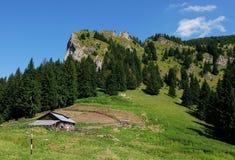 Sheepfold de madeira nas montanhas Fotografia de Stock Royalty Free