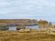 Sheer cliffs and rock stacks in the ocean Royalty Free Stock Photos