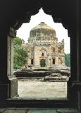 Sheesh Gumbad kopuły widok od Bada Gumbad kompleksu przy lodhi ogródem Delhi obrazy stock