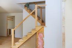 未完成的公寓内部sheetrock在新的家庭建筑 免版税库存照片