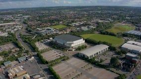 Sheffield, het UK - 20 Juni 2019: 4K luchtlengte van de Arena van Sheffield DSA, Yorkshire, het UK stock videobeelden