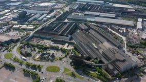 Sheffield UK - 20 Th Juni 2019: Flyg- längd i fot räknat av Forgemasters i Sheffield - den industriella fabriken för stort stål arkivfilmer