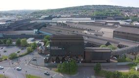 Sheffield UK - 20 Th Juni 2019: Flyg- längd i fot räknat av Forgemasters i Sheffield - den industriella fabriken för stort stål stock video