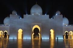 Sheikh μουσουλμανικό τέμενος Zayed τη νύχτα, Αμπού Νταμπί Στοκ Φωτογραφίες