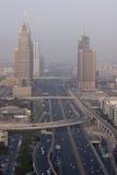 Sheikh δρόμος Zayed και γραμμή ραγών μετρό άνωθεν στοκ φωτογραφίες με δικαίωμα ελεύθερης χρήσης