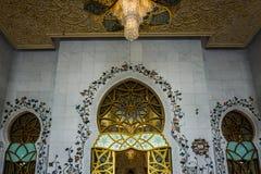 Sheikh του Αμπού Ντάμπι μεγάλη άποψη αιθουσών προσευχών μουσουλμανικών τεμενών Zayed στοκ εικόνες