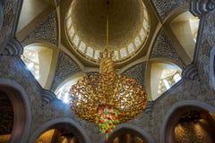 Sheikh του Αμπού Ντάμπι μεγάλος πολυέλαιος αιθουσών προσευχών μουσουλμανικών τεμενών Zayed στοκ εικόνες