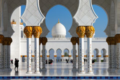 Sheikh το μεγάλο μουσουλμανικό τέμενος Zayed, Αμπού Ντάμπι είναι το μεγαλύτερο στα Ε.Α.Ε. στοκ φωτογραφία