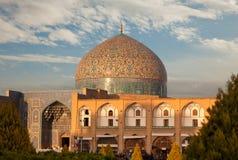 Sheikh Lotfollah meczet w Naqsh Jahan kwadracie Isfahan Zaświecał Ciepłym zmierzchem Zdjęcie Stock