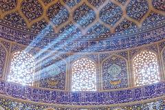 Sheikh Lotfollah Mosque no quadrado de Naqhsh-e Jahan em Isfahan, Irã imagem de stock