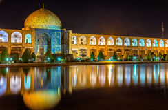 Sheikh Lotfollah Mosque no quadrado de Naqsh-e Jahan de Isfahan imagens de stock