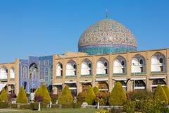 Sheikh Lotfollah Mosque på den Naqhsh-e Jahan fyrkanten i Isfahan Royaltyfri Foto