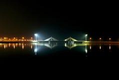 Sheikh Salman Causeway-brug, het ontwerp met zeil-als streptokok twee royalty-vrije stock fotografie