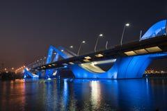 Sheikh Zayed Bridge nachts, Abu Dhabi, UAE Lizenzfreies Stockfoto