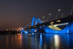 Sheikh Zayed Bridge nachts, Abu Dhabi, UAE Stockbild