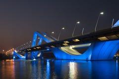 Sheikh Zayed Bridge nachts, Abu Dhabi, UAE Lizenzfreies Stockbild