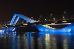 Sheikh Zayed Bridge nachts, Abu Dhabi, UAE Lizenzfreie Stockbilder