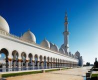 Sheikh Zayed Grand Mosque, Abu Dhabi es el más grande de los UAE Foto de archivo