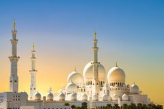Sheikh Zayed Grand Mosque Abu Dhabi, soluppgång på den storslagna moskén, Abu Dhabi fotografering för bildbyråer