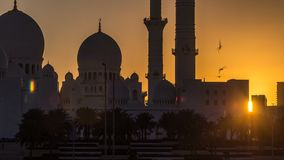 Sheikh Zayed Grand Mosque in Abu Dhabi an Sonnenuntergang timelapse, UAE stock video footage