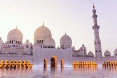 Sheikh Zayed Grand Mosque bei Sonnenuntergang Lizenzfreies Stockbild