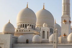 Sheikh Zayed Grand Mosque bei Sonnenuntergang Lizenzfreie Stockfotos