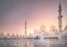 Sheikh Zayed Grand Mosque bei Sonnenuntergang Abu Dhabi, UAE Lizenzfreie Stockbilder
