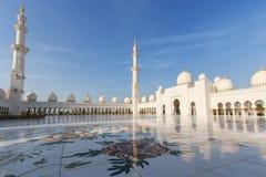 Sheikh Zayed Grand Mosque at dusk (Abu-Dhabi, UAE) Royalty Free Stock Images