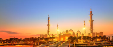 Sheikh Zayed Grand Mosque at dusk, Abu-Dhabi Royalty Free Stock Images