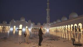 Sheikh Zayed Grand Mosque es una de las seis mezquitas más grandes del vídeo de la cantidad de la acción del mundo almacen de metraje de vídeo