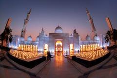 Sheikh Zayed Grand Mosque gegen Sonnenuntergang in Abu Dhabi, Vereinigte Arabische Emirate Lizenzfreies Stockfoto