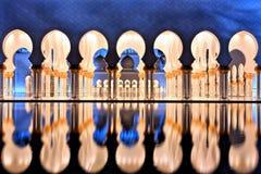 Sheikh Zayed Grand Mosque i Abu Dhabi på skymning arkivfoto